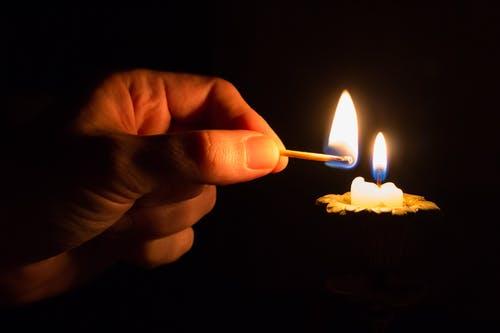 4ª domenica (20 dic.) – Viene la Luce: accoglila nella tua casa…